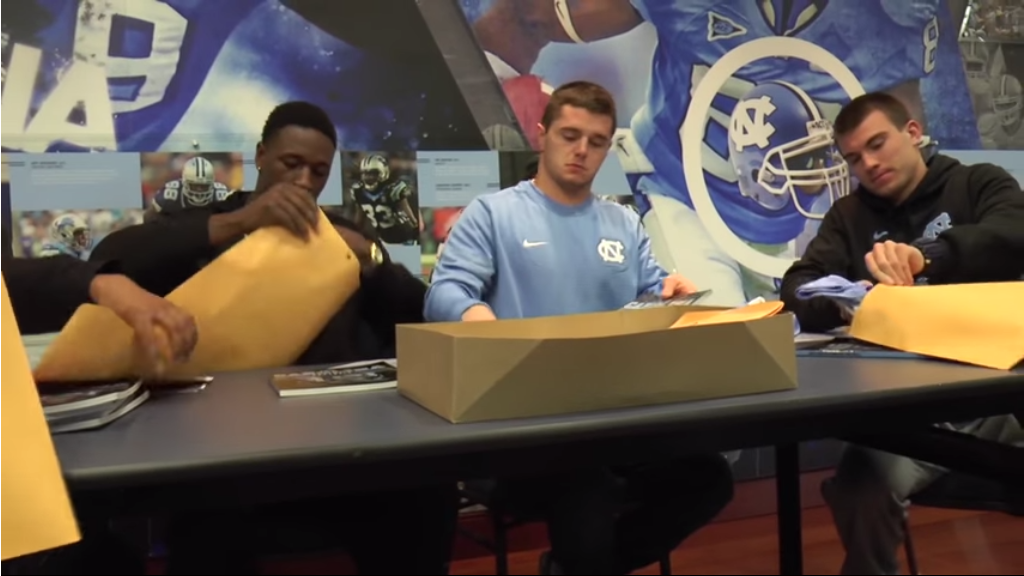 UNC WRs Send Christmas Packages to Military